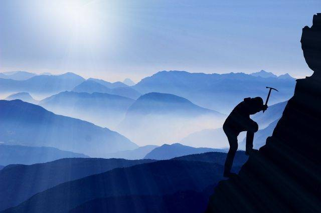 СМИ: девять альпинистов погибли в Гималаях из-за схода лавины