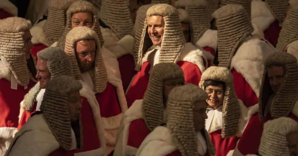 Британцы в гневе: судьям повысили зарплату на £60 тыс., чтобы поддержать их моральный дух