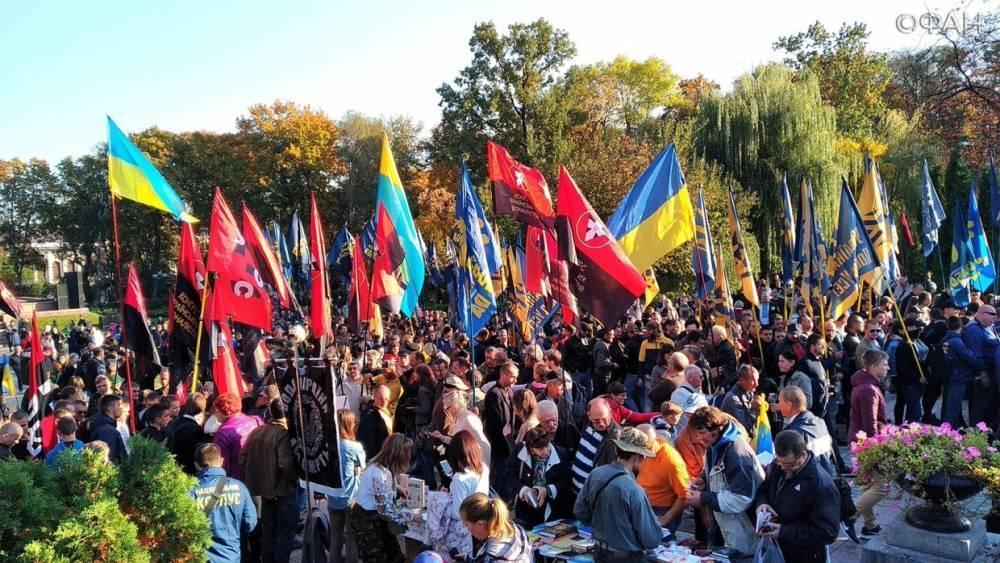 Многотысячная колонна националистов начала марш УПА в Киеве