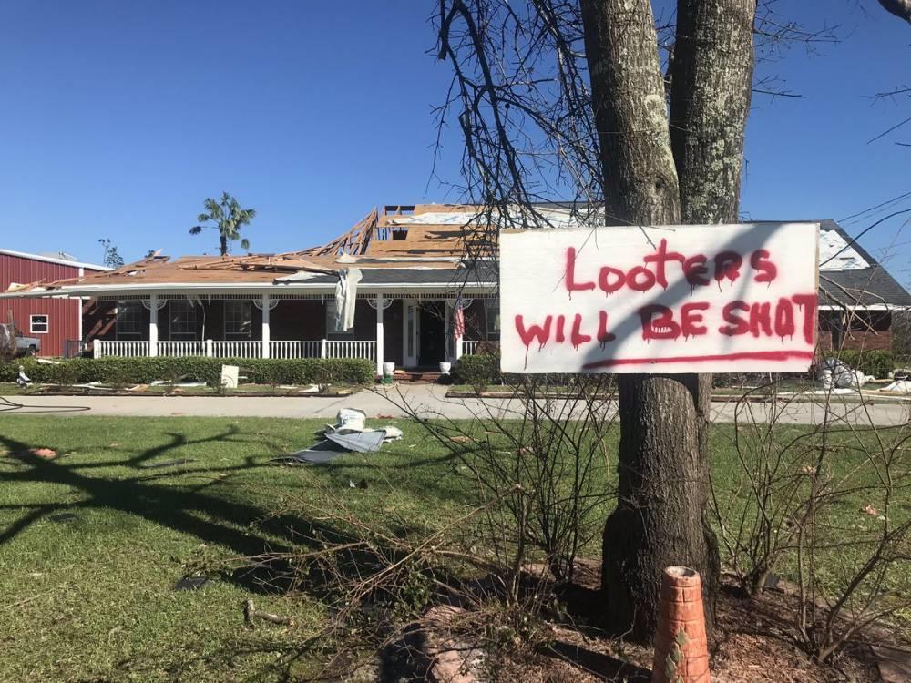 Жертв урагана «Майкл» уже 18. Выжившие борются за еду и воду