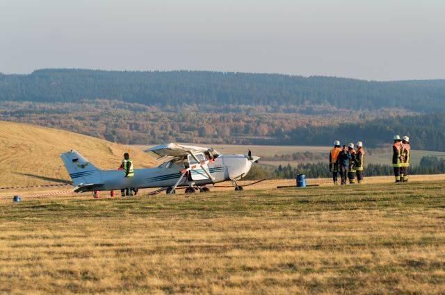 При столкновении самолета с толпой людей в Германии погибли три человека