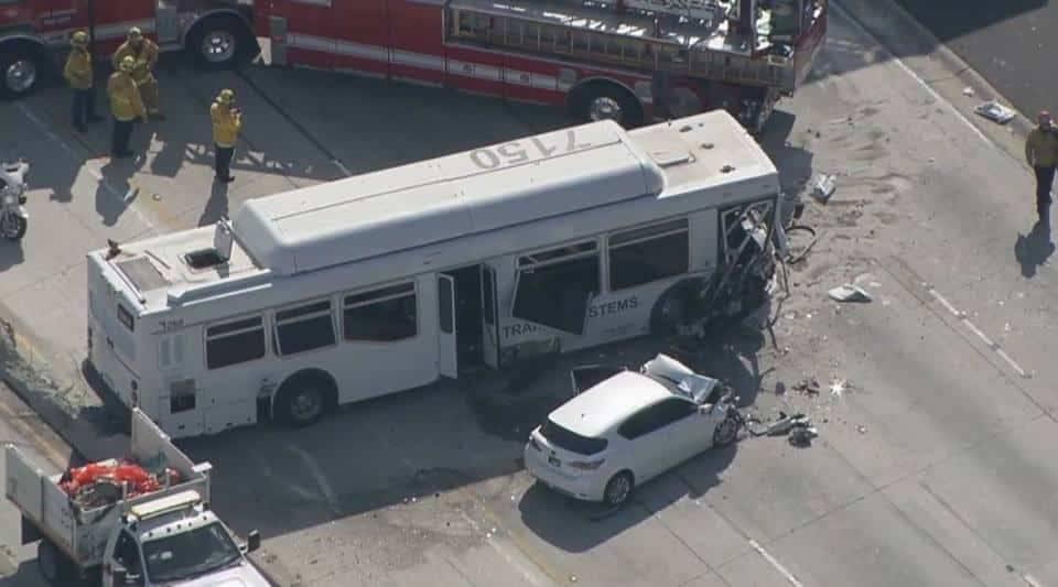 Крупное ДТП в Калифорнии: разбился автобус — пострадало более 40 человек