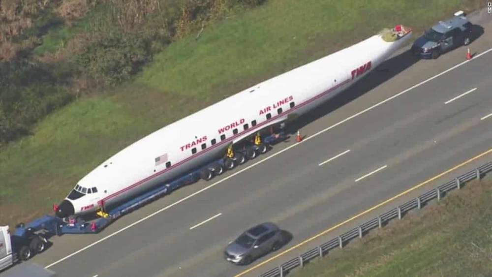 Винтажный самолет Lockheed превратится в бар-ресторан отеля TWA