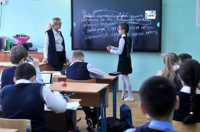 Зарплаты учителей и строительство. Сергей Собянин отвечает читателям «АиФ»