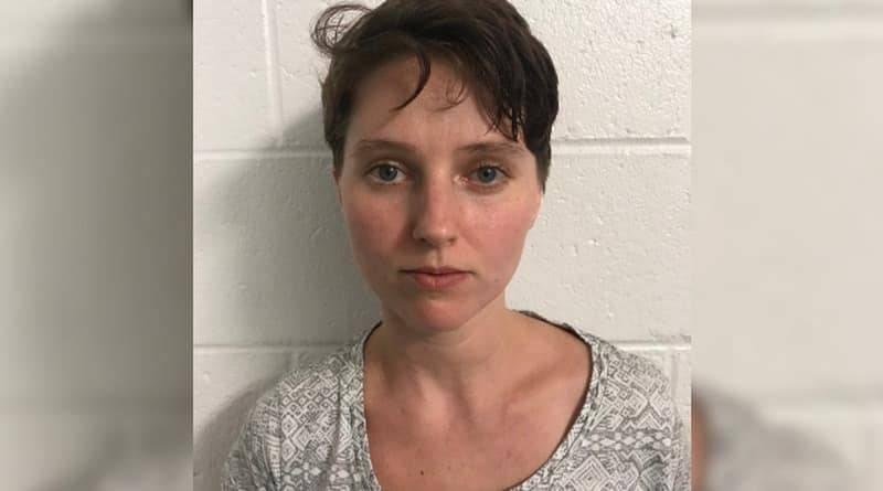 26-летняя женщина снимала порнографические видео с участием 3-летней дочери