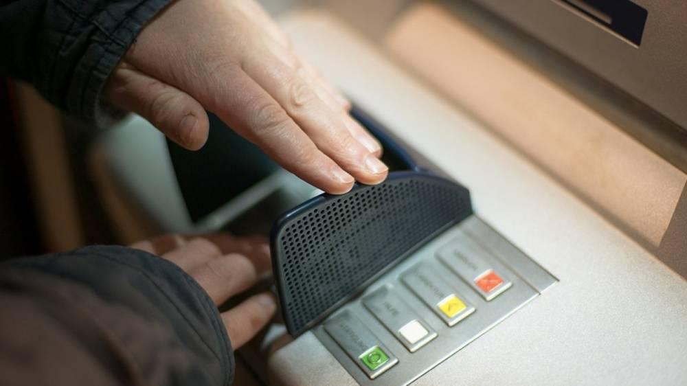 Россияне смогут осуществлять бесконтактные платежи и переводы в терминалах