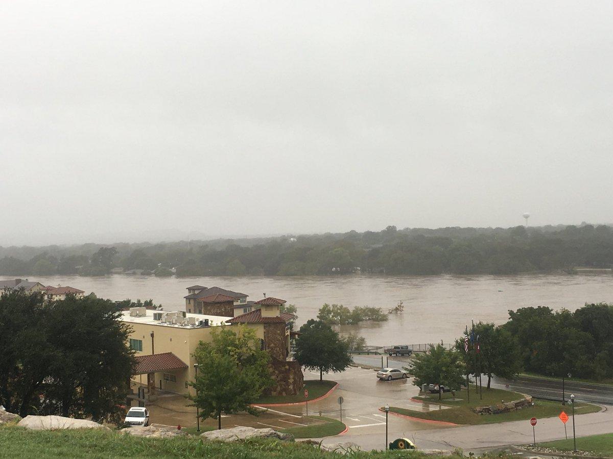 Техас пострадал от мощного наводнения
