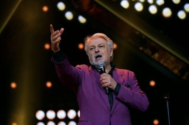 Директор Добрынина опроверг сообщения об инсульте у певца