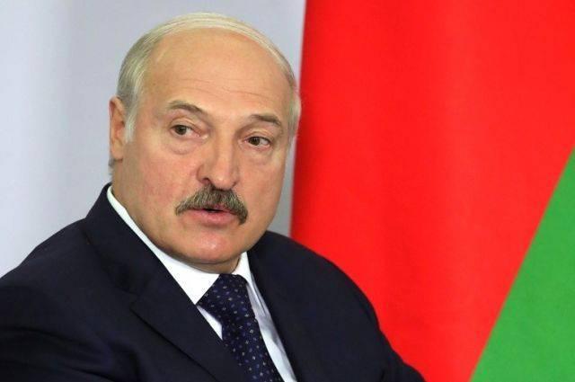 Лукашенко предложил отправлять студентов на каникулах в армию