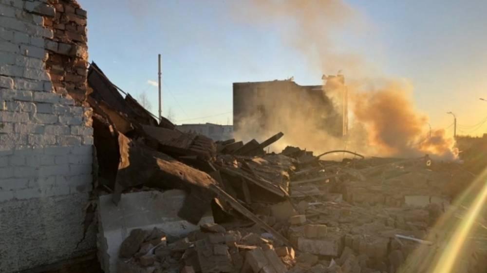 Под завалами взорвавшегося завода в Гатчине могут находиться три человека