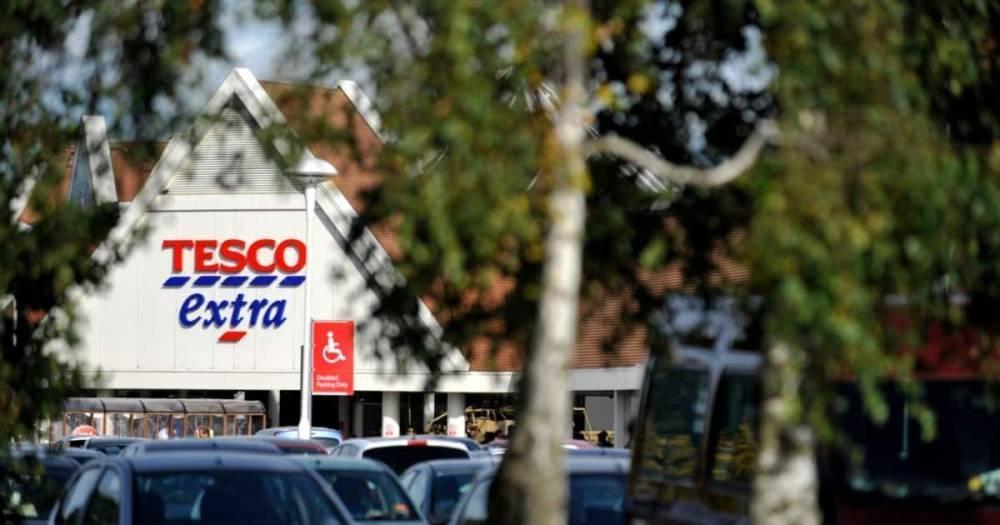 Работник Tesco требует компенсации £20 тыс. за то, что коллега пукнул ему в лицо