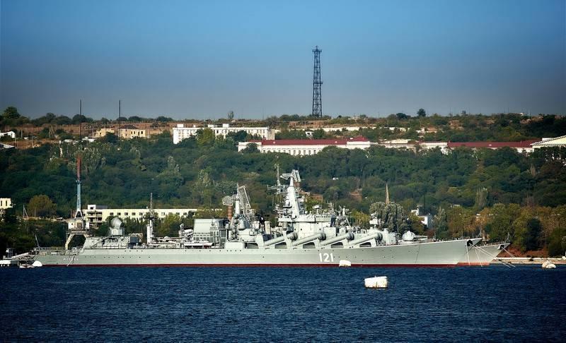 """Флагман ЧФ крейсер """"Москва"""" встал на ремонт. О модернизации пока молчат"""