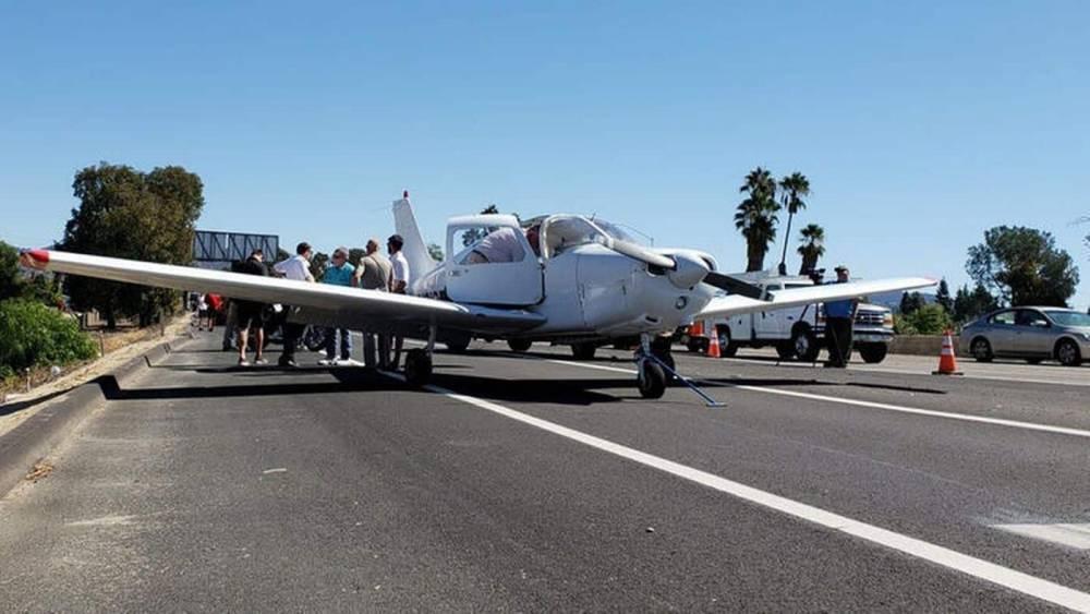 Инструктор летной школы спас ученика, посадив самолет на шоссе (ВИДЕО)