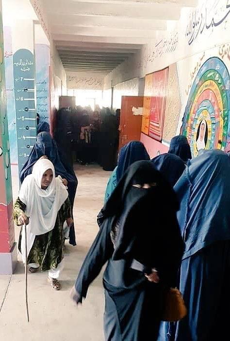 День выборов в Афганистане : убито не менее 30 и пострадало более 120 человек