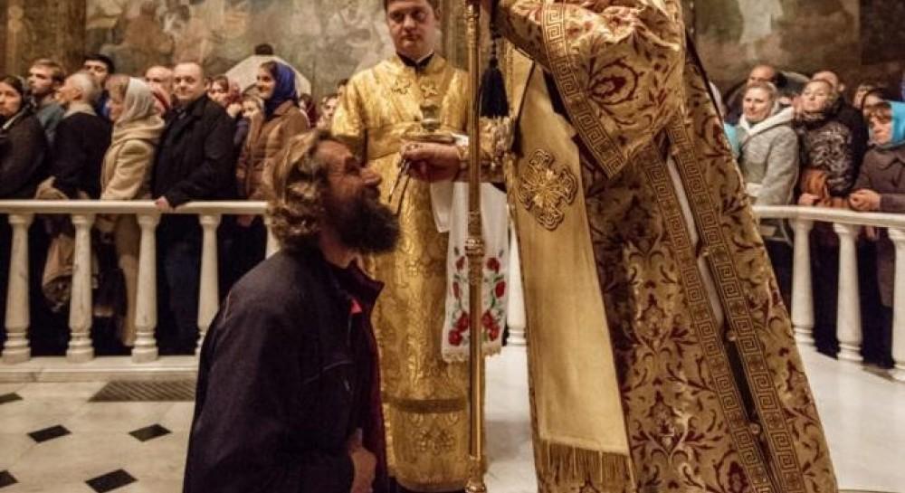 Накануне дня памяти святых отцов VII Вселенского Собора Митрополит Онуфрий возглавил богослужение в Киево-Печерской лавре