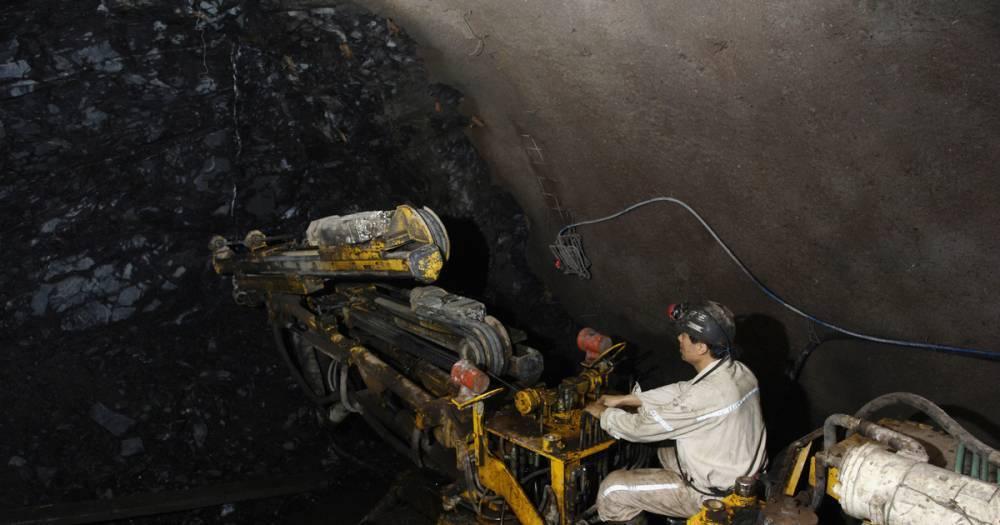 СМИ: Более 20 горняков заблокированы под землёй в Китае из-за обвала на шахте