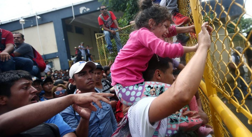Сотни мигрантов штурмовали испанский анклав на севере Африки