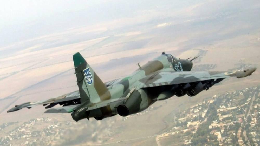 В Сети опубликовано видео с летящими на сверхмалой высоте украинскими Су-25