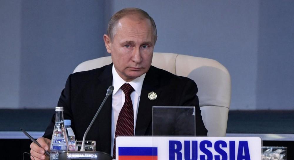 """""""На табурет поставили"""": в сети высмеяли рост Путина"""