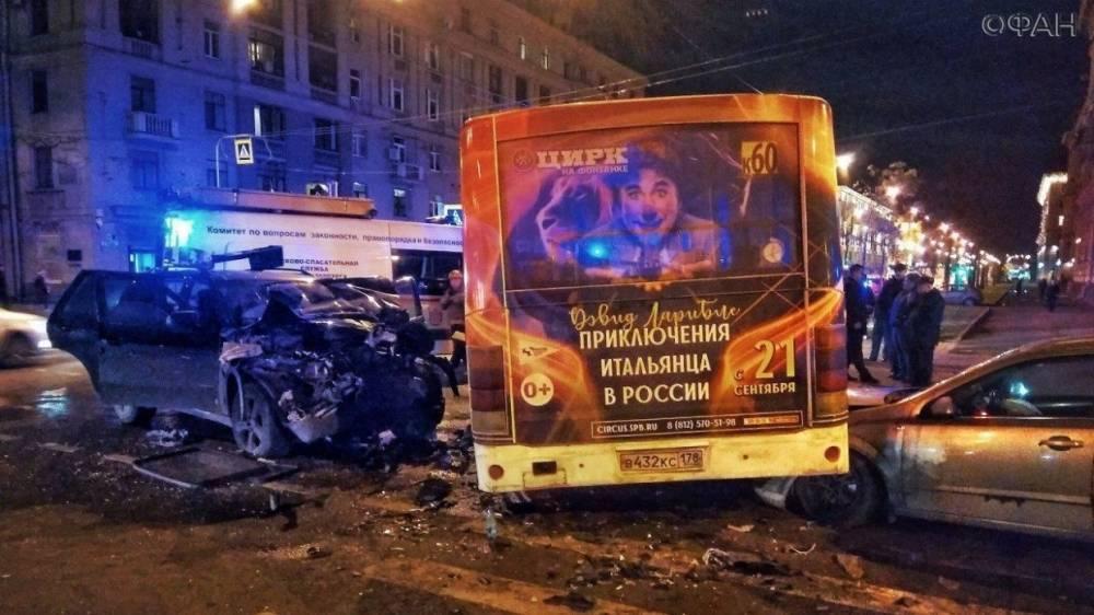 Видео с места ДТП с маршруткой на проспекте Стачек появилось в Сети
