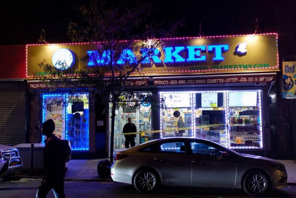 В Бронксе владелец магазина одним выстрелом убил безоружного грабителя
