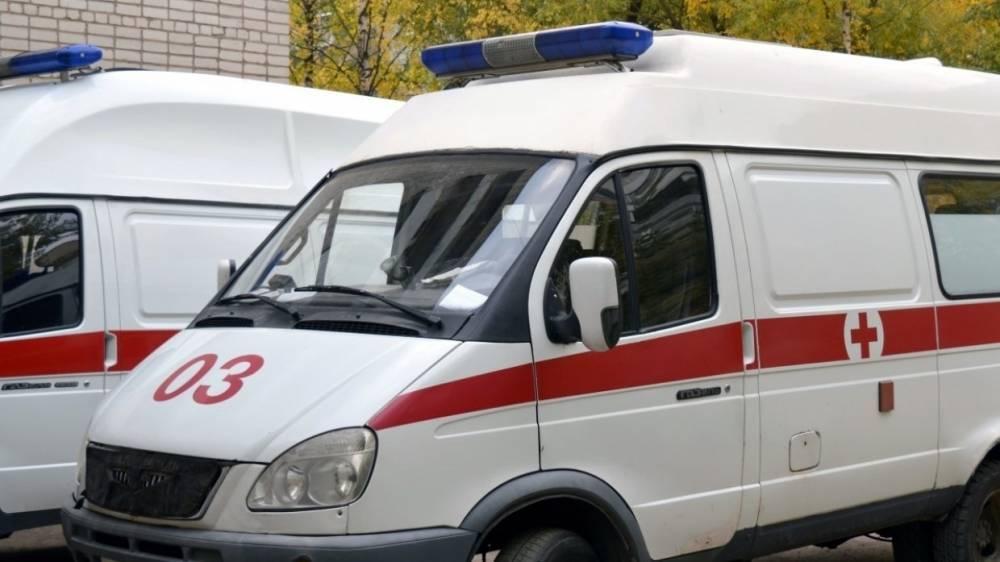 Женщина за рулем ЛиАЗ врезалась в маршрутку на остановке в Петербурге