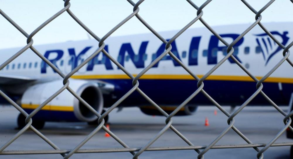 Пассажиры раскритиковали Ryanair из-за отказа защитить пассажирку