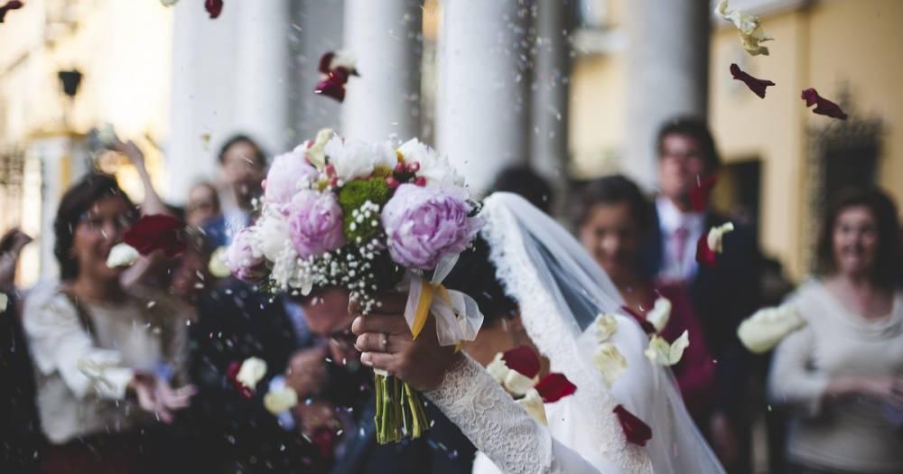Забрал обувь и косметику. Житель Петрозаводска обокрал гостей на свадьбе