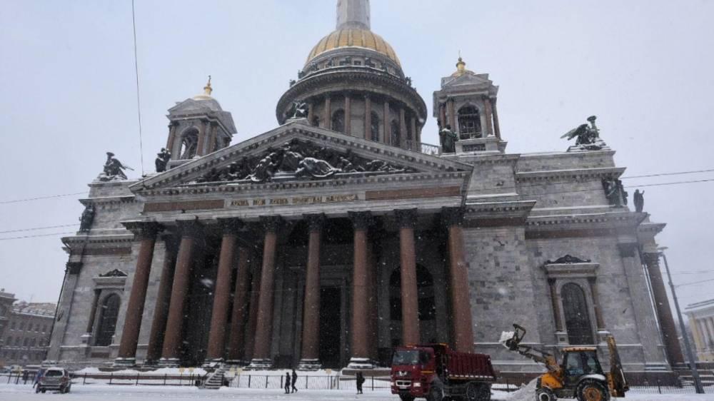 Жители Петербурга поздравляют друг друга с первым снегом