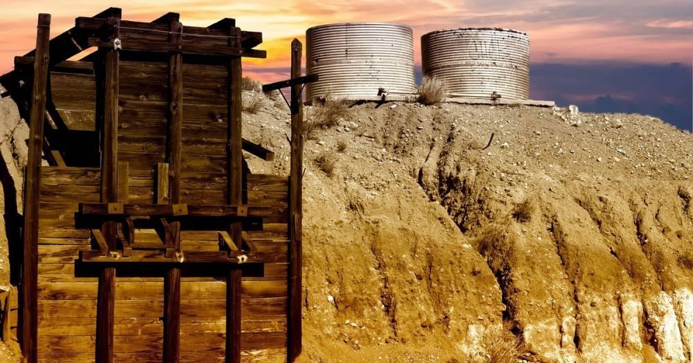 Мужчина, который выжил в заброшенном руднике, убив 3 гремучих змей, полез туда за золотом