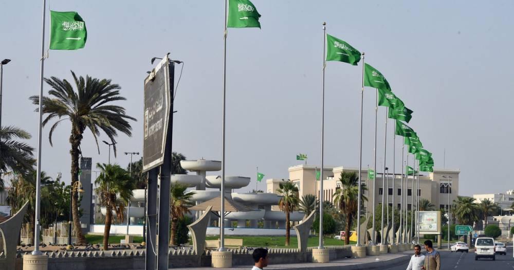 В международном аэропорту Эр-Рияда прорвало крышу из-за ливня