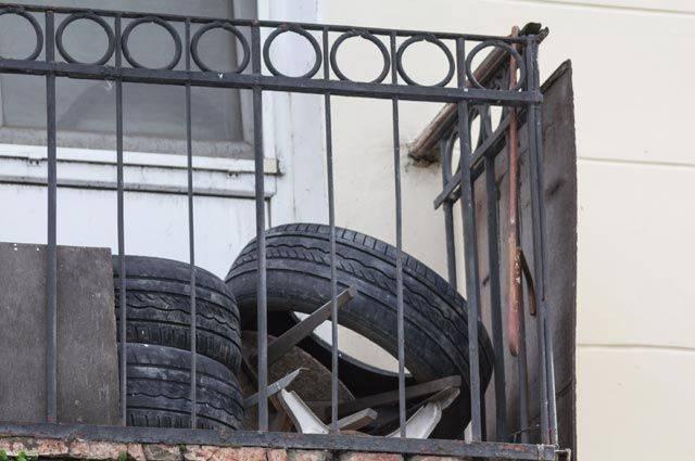 Можно ли хранить покрышки дома на балконе?