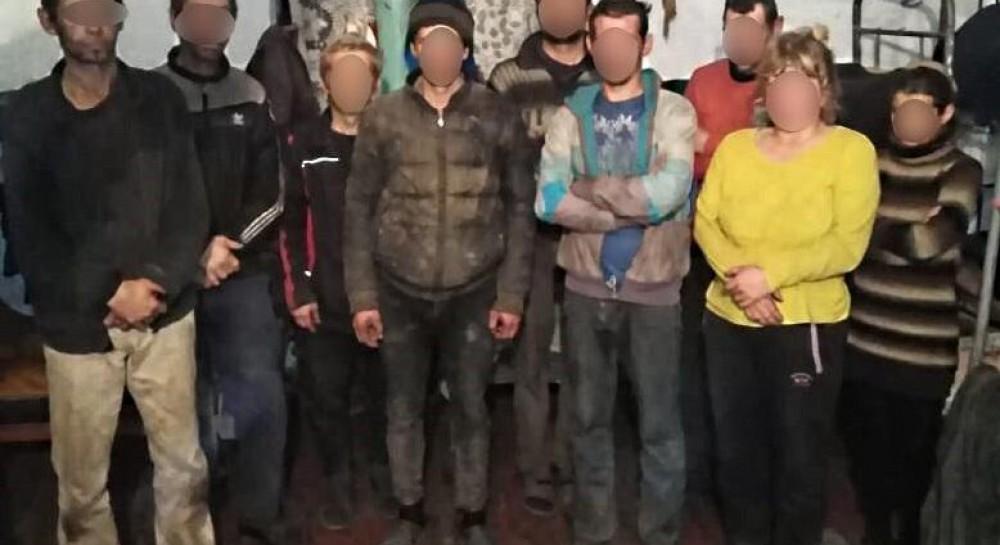 """Полиция """"накрыла"""" банду, которая удерживала в рабстве на Одесщине почти сто человек"""
