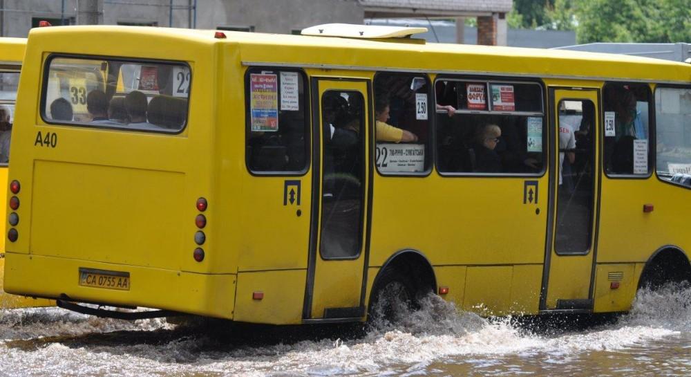 В Черкассах третьи сутки протестуют водители маршруток