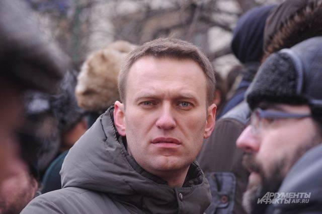 Навальный заявил, что его не выпускают за границу