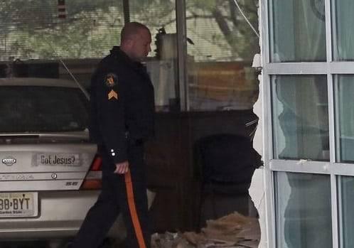 В Нью-Джерси автомобиль въехал в здание: 16 человек пострадали