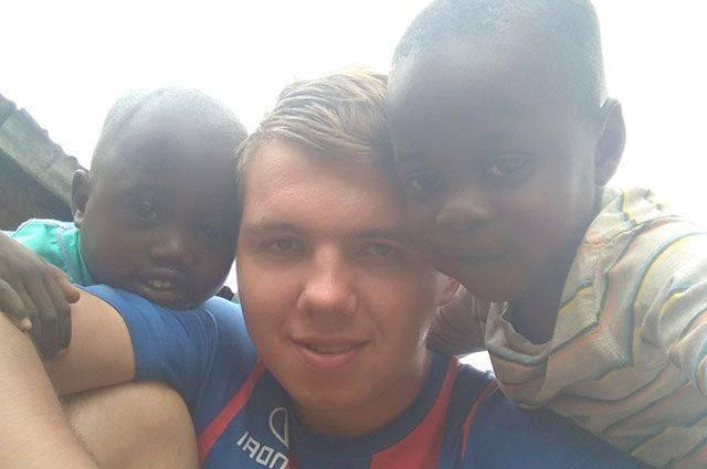Кения. Трущобы. Дети. Челябинец, победивший рак, стал волонтером в Африке