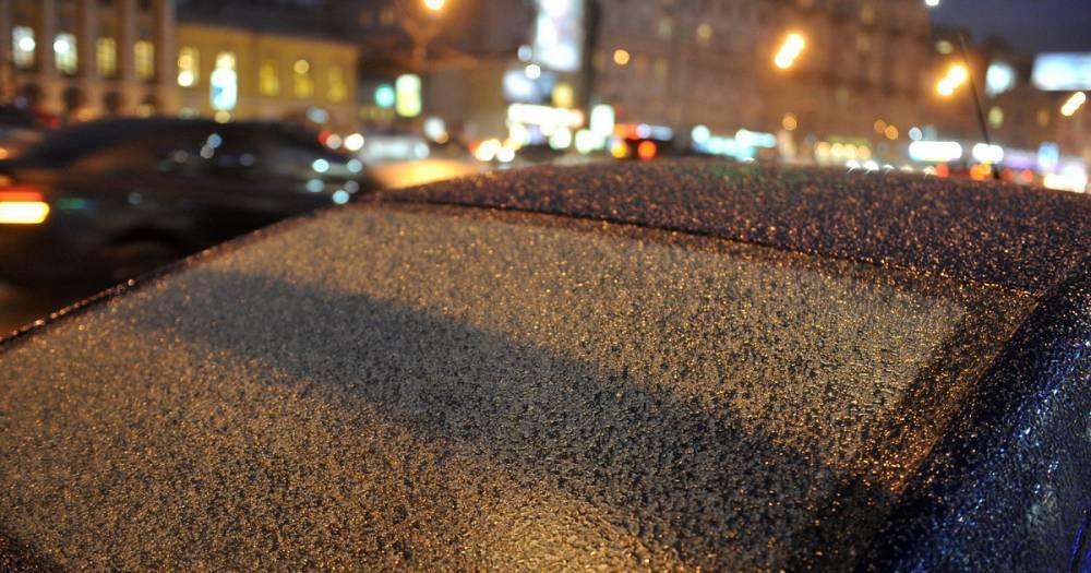 Московских водителей призвали быть внимательнее на дорогах из-за снегопада