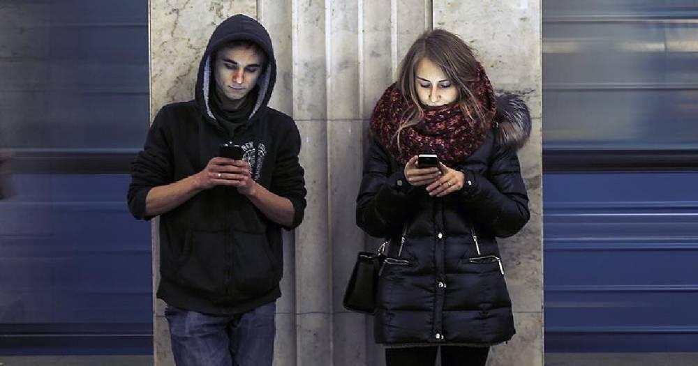 Почти 80% молодёжи в России проводят в Сети более четырёх часов в день
