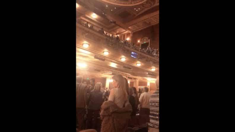 1,3 млн просмотров: на спектакле о евреях зритель кинул зигу и крикнул «Хайл Гитлер, Хайль Трамп»