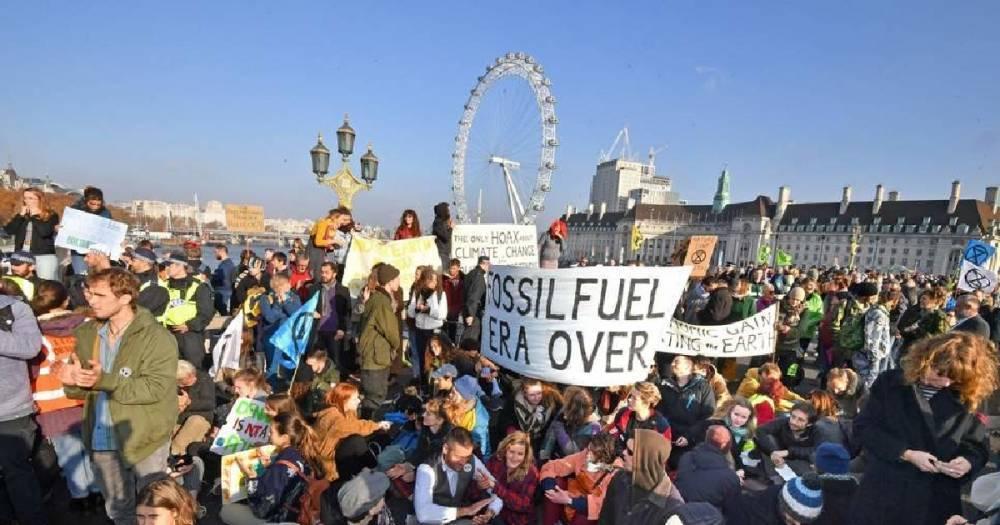 """В Лондоне из-за протеста """"зелёных"""" парализовано движение транспорта"""