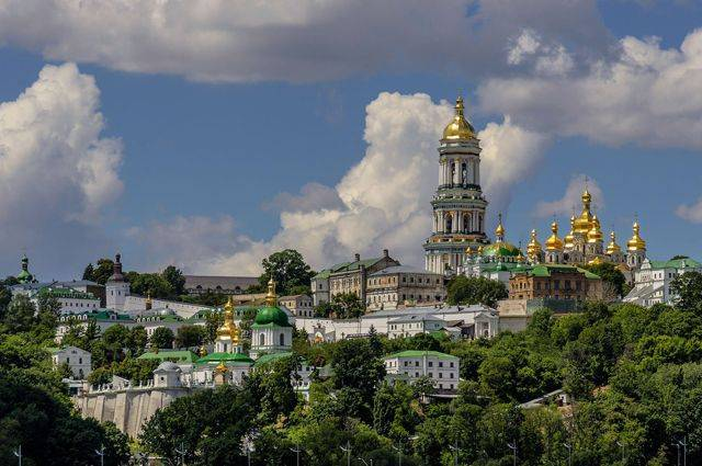 На Украине сторонники автокефалии напали на резиденцию митрополита УПЦ