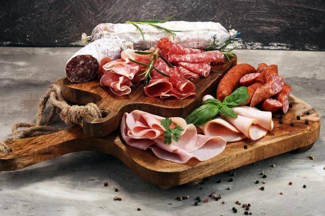 Колбасные изделия в России могут подорожать почти на 30% – СМИ