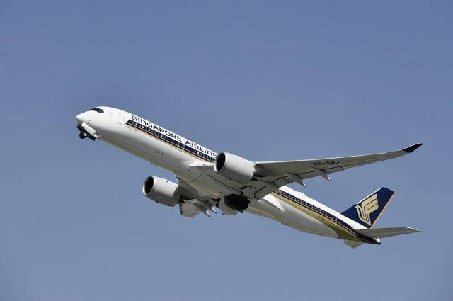 Из-за падения давления самолет Singapore Airlines вернулся в Сингапур