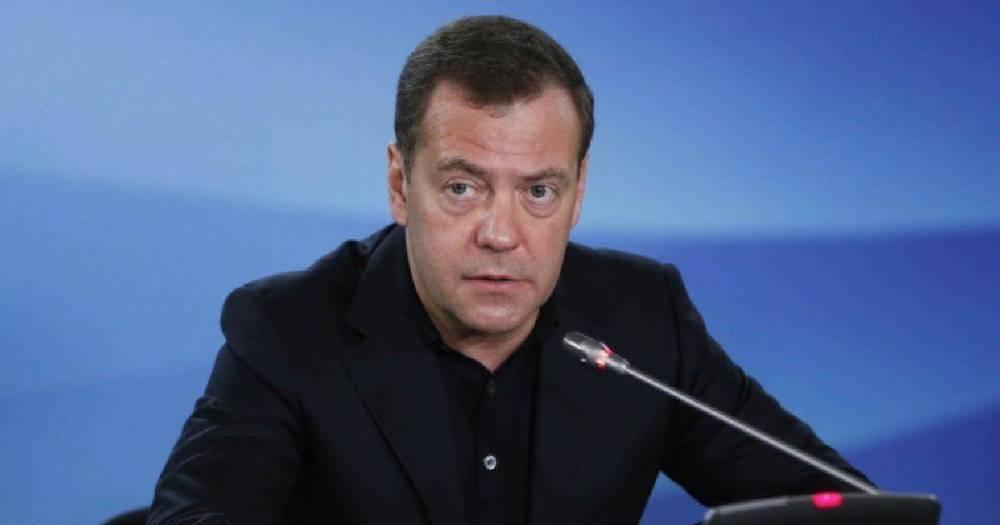Медведев объяснил, почему гаджеты не заменят «химию» личного общения