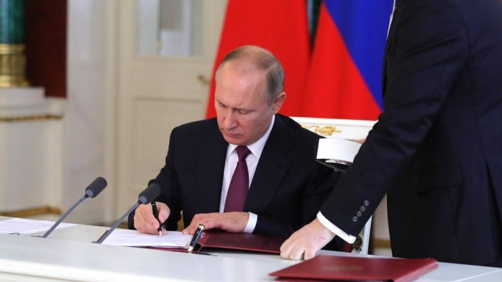 Путин утвердил создание президентского совета по реализации госполитики по защите семьи и детей