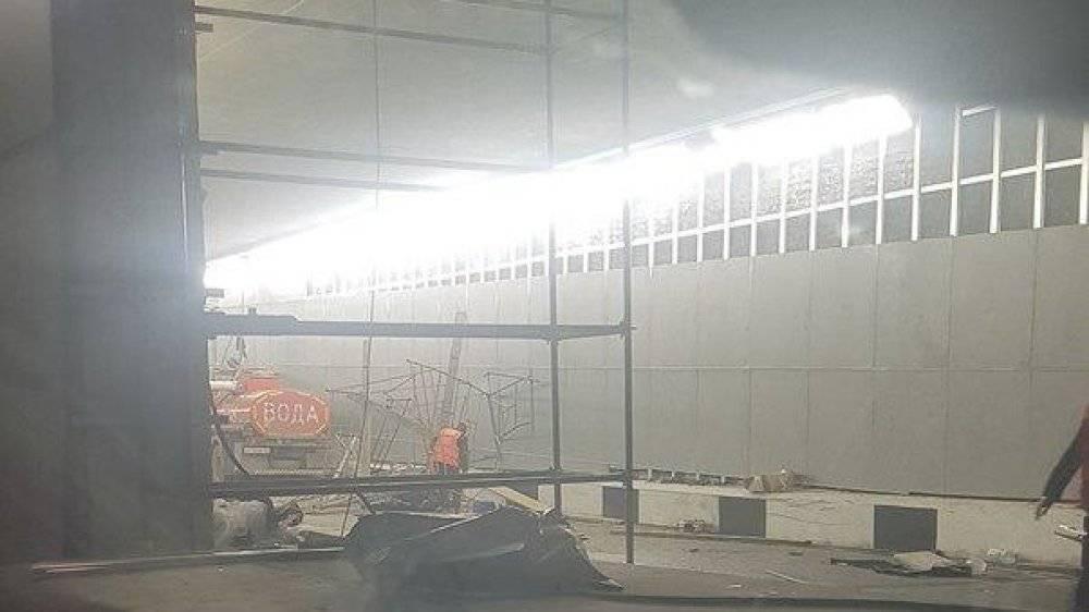 Грузовик снес строительные леса в Токсовском тоннеле, есть жертвы