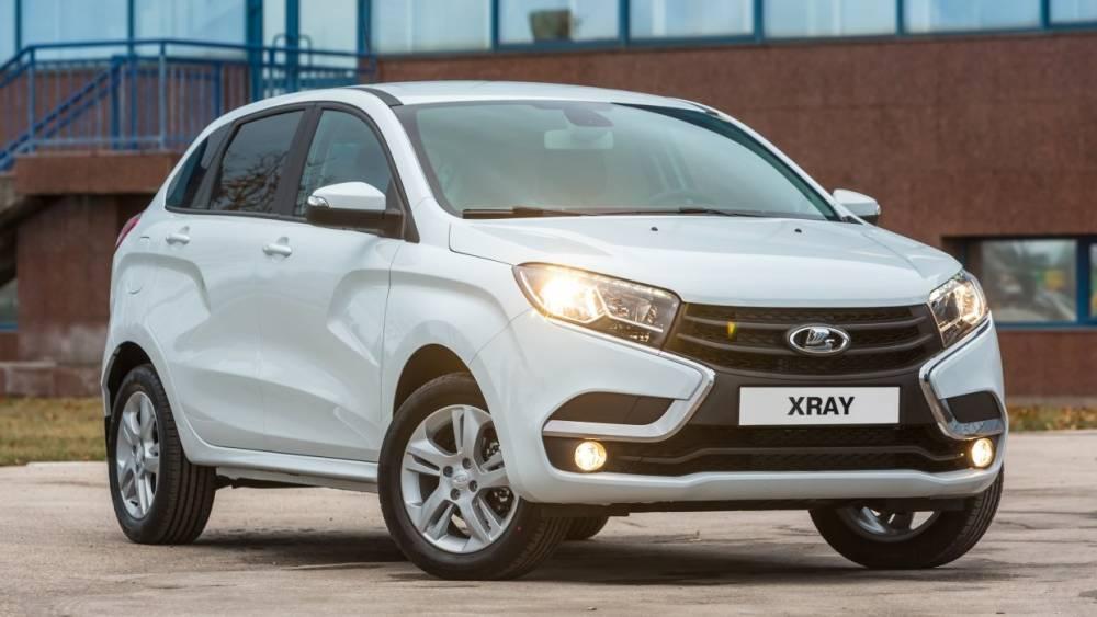 Первые фото самой дешевой Lada Xray опубликованы в Сети