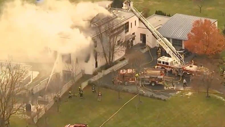 В штате Нью-Джерси горит большая семейная усадьба, сообщается о стрельбе и 3 погибших