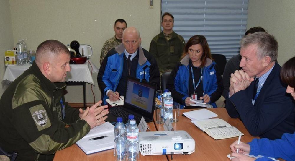 Преемник Хуга посетил Донбасс и встретился с командованием ООС